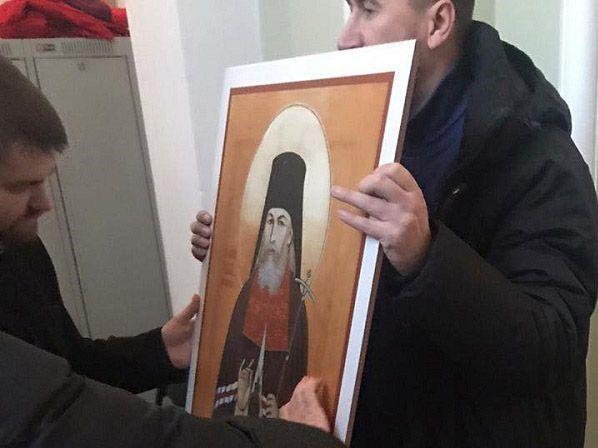 Крымскому монастырю передали иконы Гватемалы