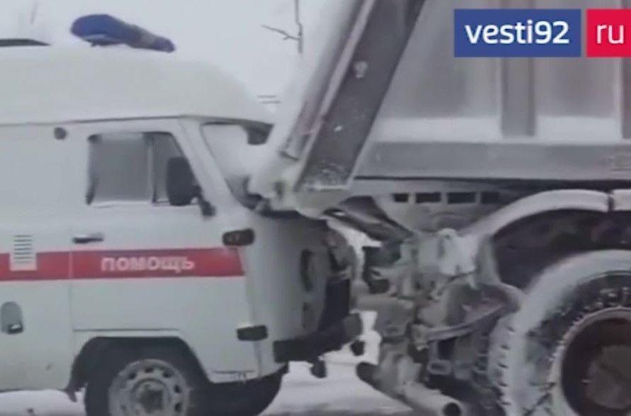 Автомобиль «скорой помощи» попал в массовое ДТП в Крыму