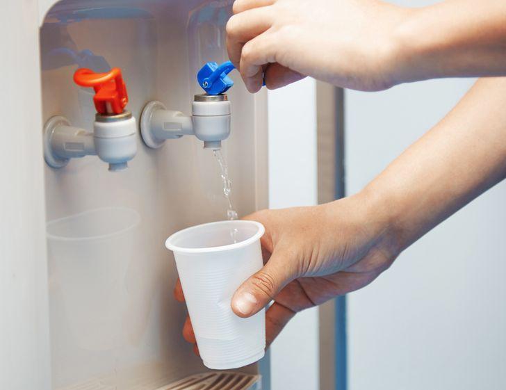 В Роскачестве проверили воду для кулеров
