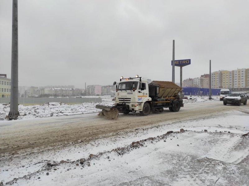 В Севастополе продолжают ликвидировать последствия снегопада