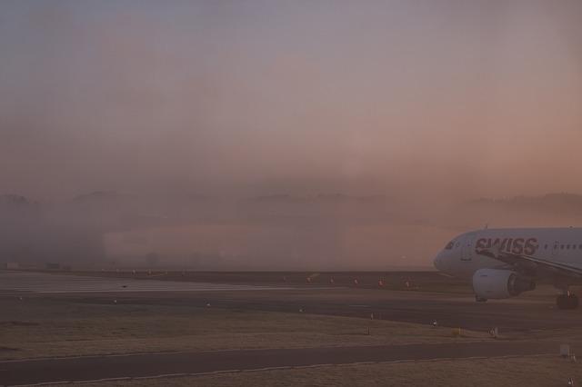 Летевшие в Крым самолеты сели в Краснодарском крае из-за густого тумана