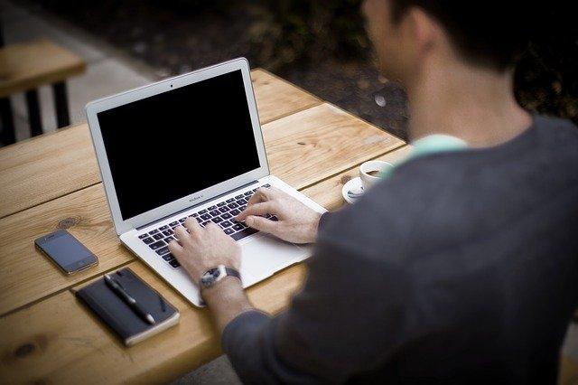 Крымчанин пришел устраиваться на работу и украл ноутбук