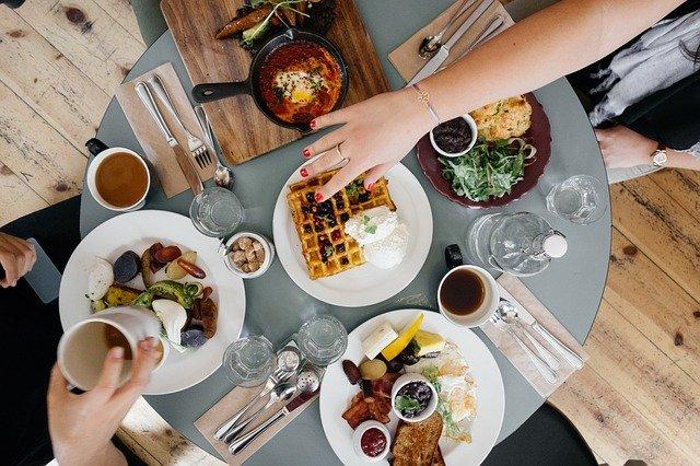 Власти рассказали о ценах на обед и ужин в крымских заведениях