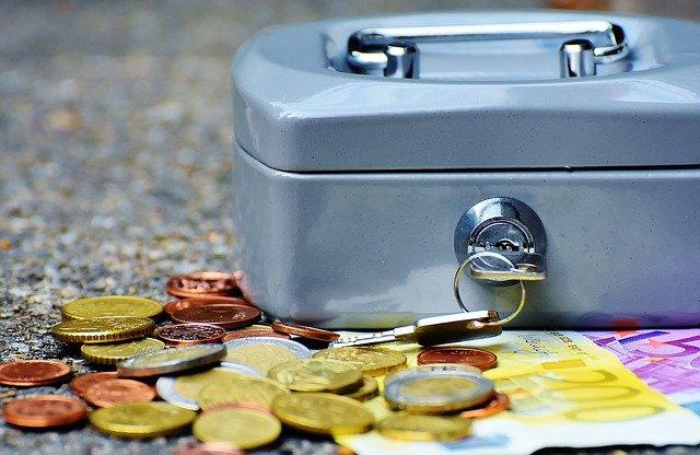 «Подчищала» кассу: продавец крымского магазина украла за месяц 20 тысяч рублей