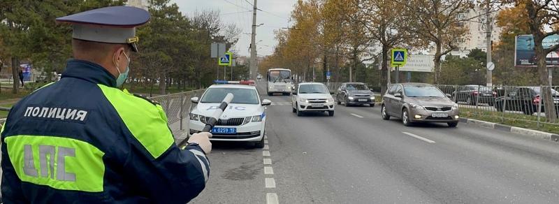 Севастопольские автоинспекторы выявили 12 торопливых водителей и одного пешехода