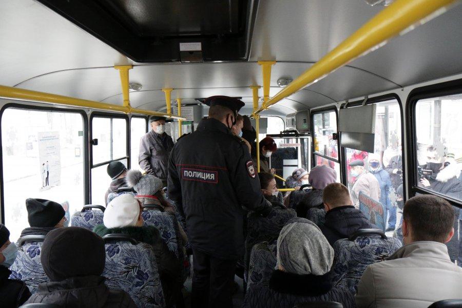 Водитель имеет право вызвать полицию: в транспорте Севастополя проверили соблюдение масочного режима