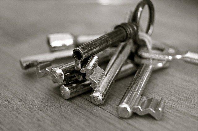 Крымчанка лишилась квартиры в Симферополе из-за действий мошенника