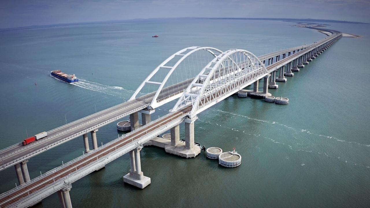 За год по Крымскому мосту проехало более четырёх миллионов автомобилей