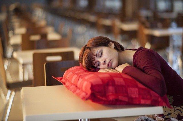 Сомнологи выявили опасное последствие недосыпания
