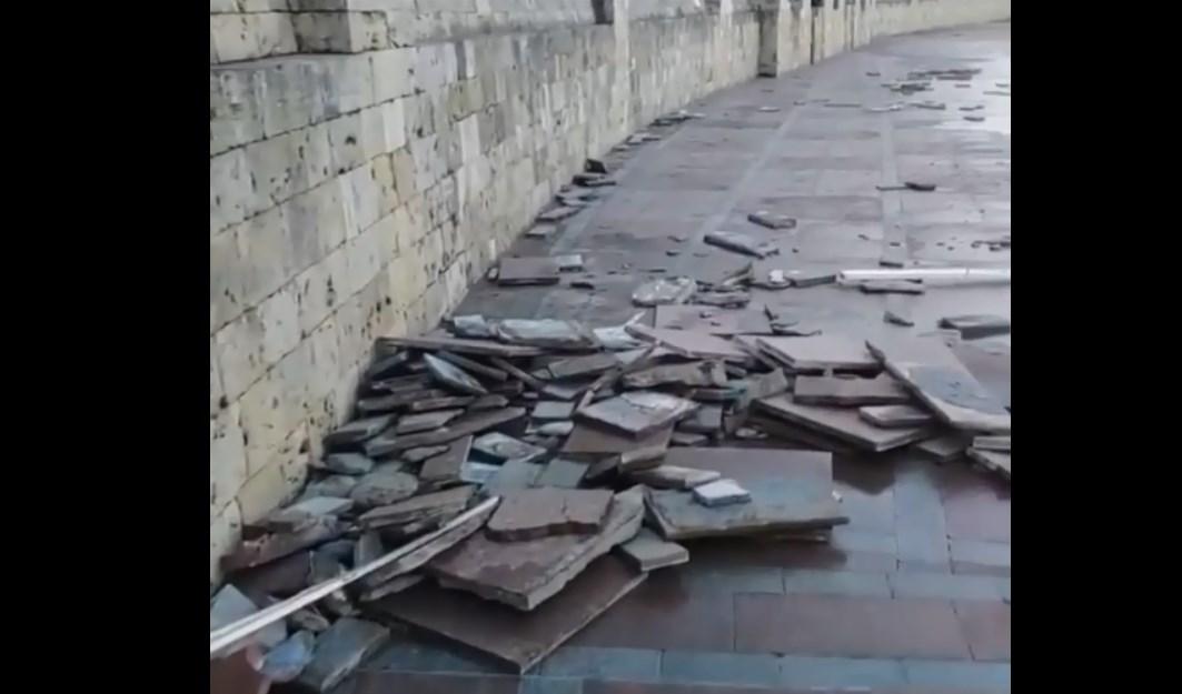 Шторм разбил набережную в Севастополе