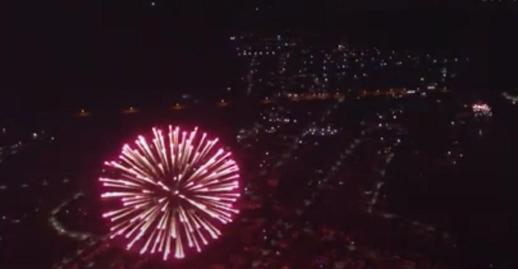 В Сети показали новогодний салют в Симферополе с высоты птичьего полета