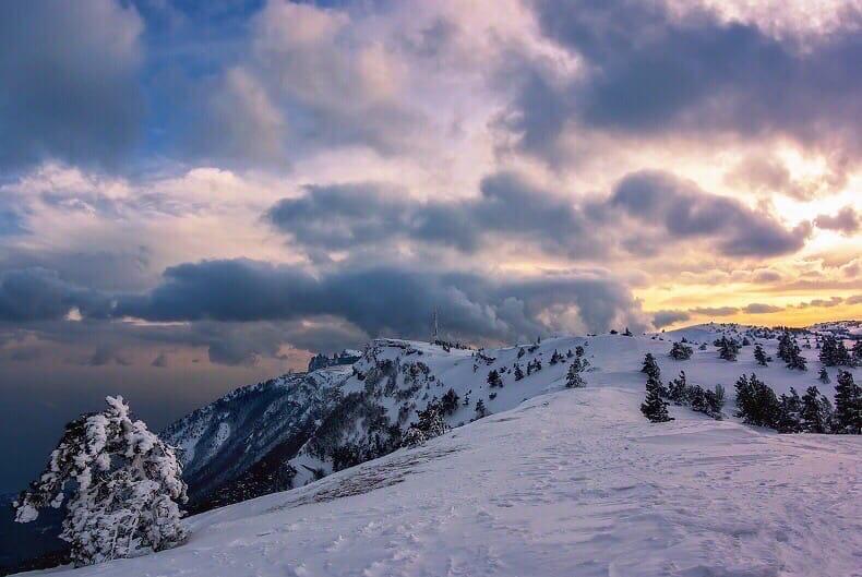 МЧС предупредило об угрозе схода лавин в горах Крыма