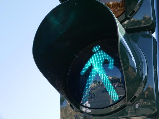 В центре Севастополя временно отключили светофор