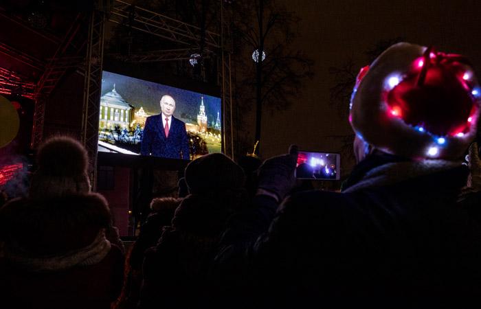 В новогоднем обращении Путин заявил, что россияне прошли 2020 год достойно