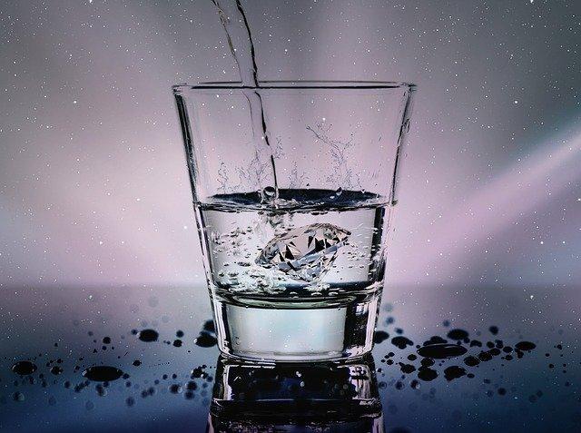 Ученые рассказали, как похудеть с помощью воды