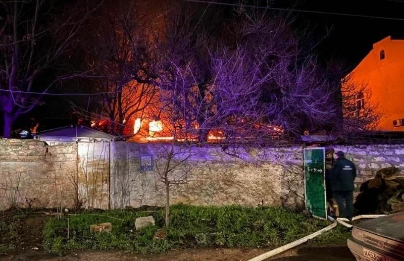 В центре Севастополя горел частный дом