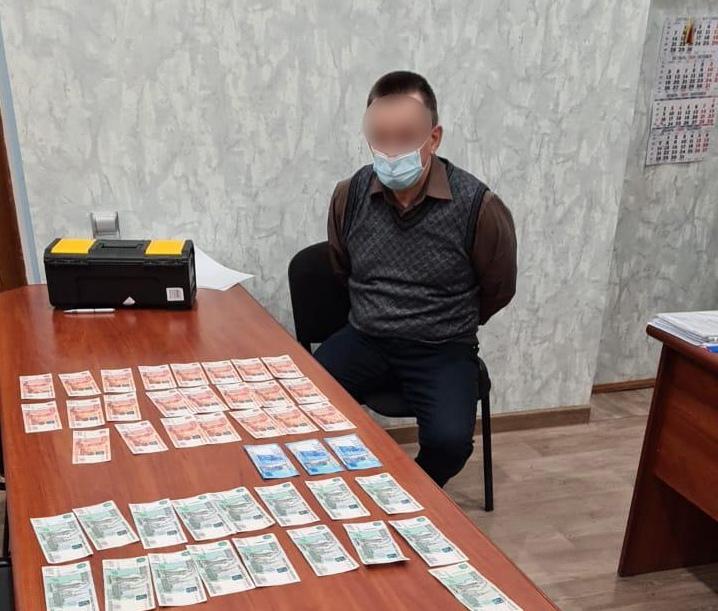Директор крымского ветцентра подозревается в получении крупной взятки от коммерсантов