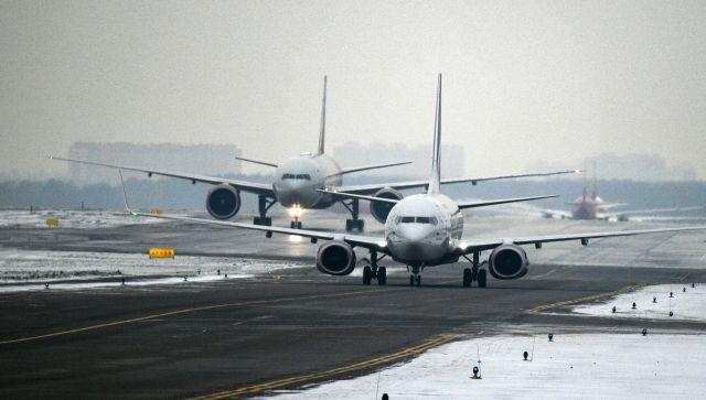 В аэропорту «Симферополь» задерживаются рейсы из-за обрушившегося снегопада