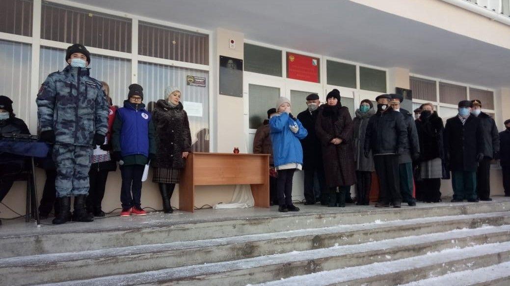 В севастопольской школе установили мемориальную табличку в честь героя войны