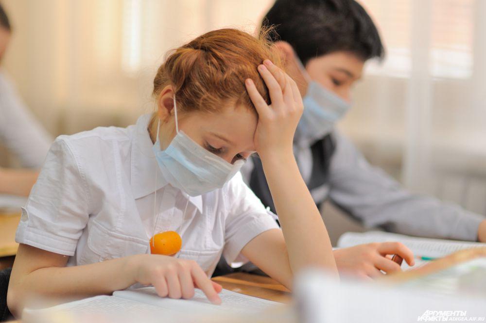 В России из-за COVID-19 упростили выпускные школьные экзамены