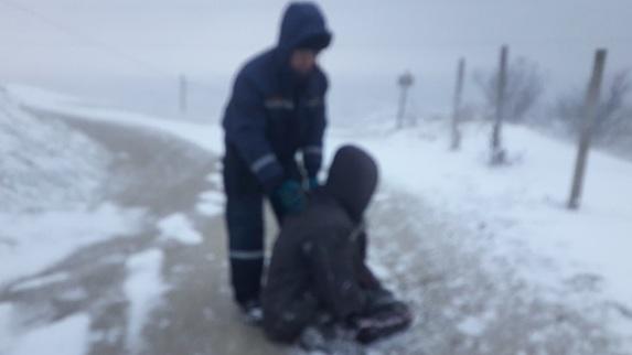 В Крыму пострадавший чуть не замерз в километре от застрявшей скорой