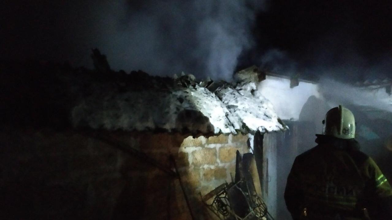 В Крыму сгорел гараж вместе с автомобилем