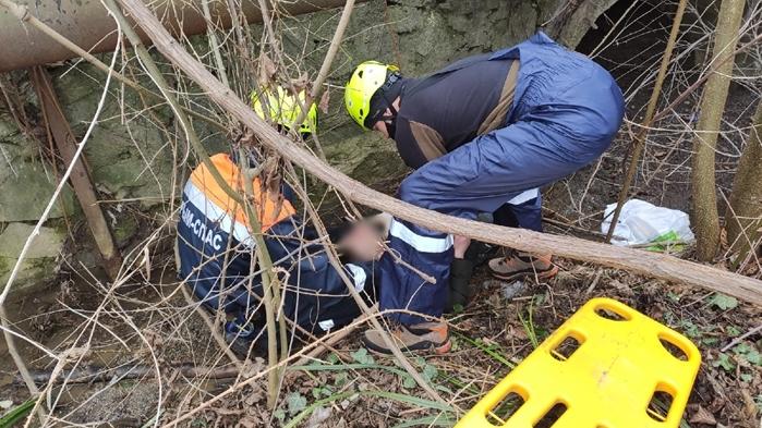 В Крыму спасатели достали из реки мужчину