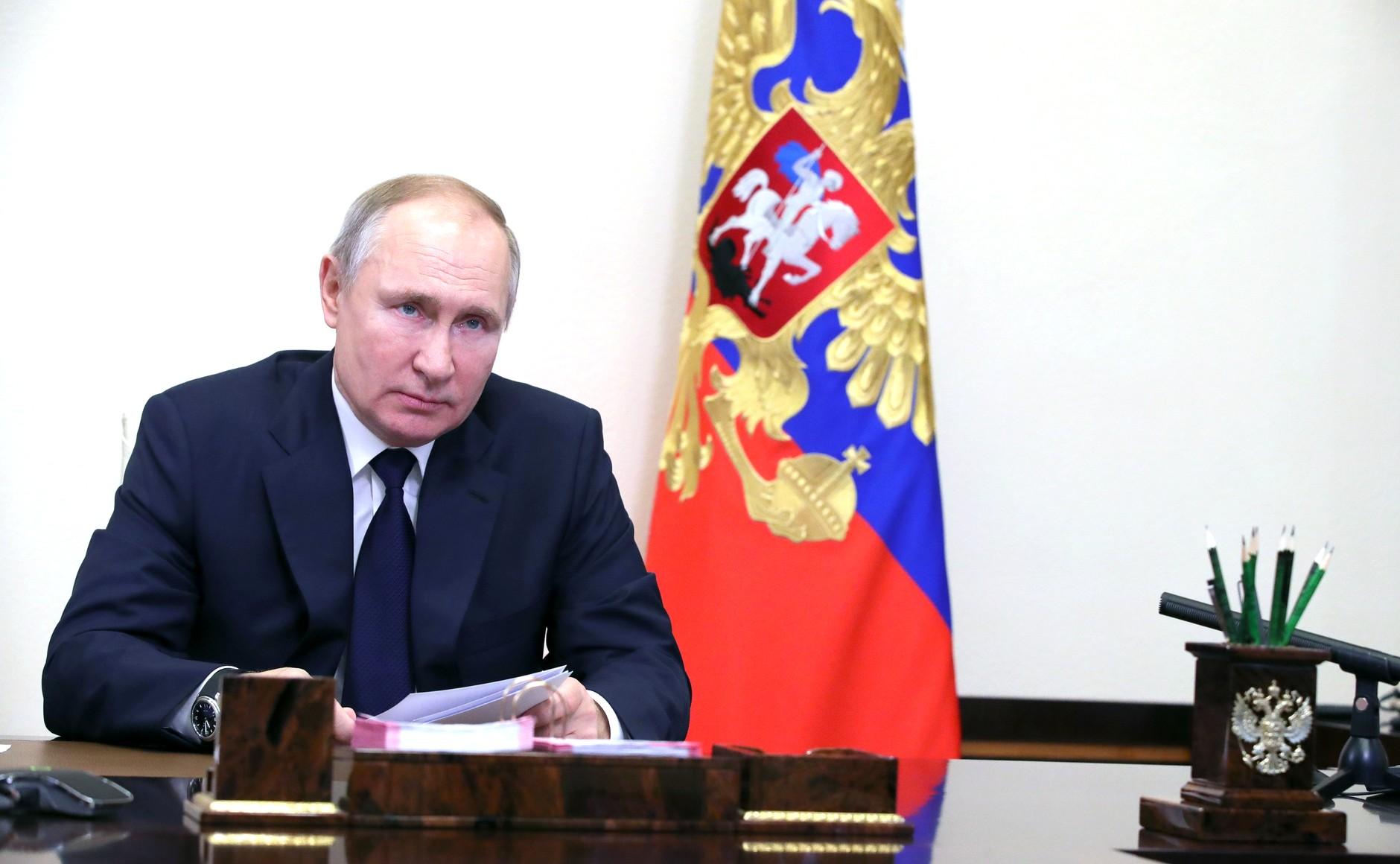 Путин подписал закон о штрафах за сопротивление силовикам на митингах