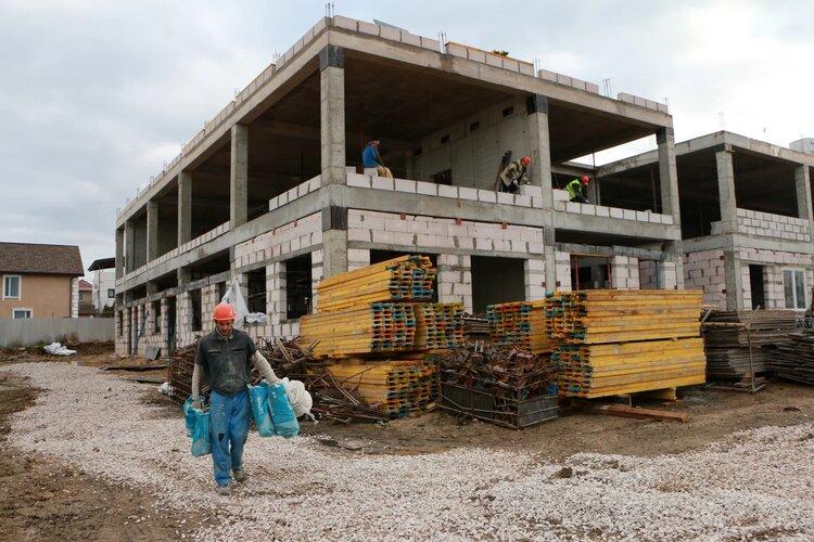В Севастополе продолжают строить новые школы и детские сады