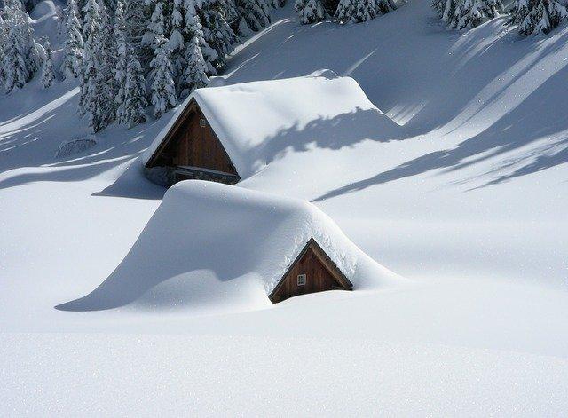 В Крыму идет аномальный снегопад (видео)