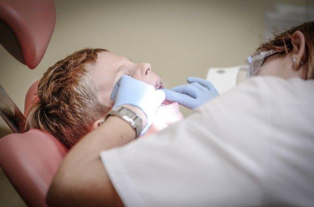 В Крыму стоматолог уронил иглу в пищевод ребенка
