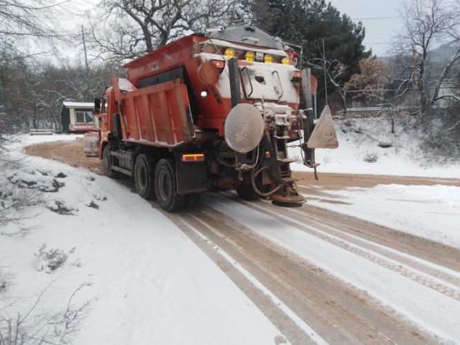 В Севастополе дорожные службы ликвидируют последствия снегопада