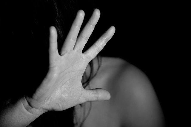 Ударил камнем и душил: пьяный крымчанин пытался изнасиловать школьницу
