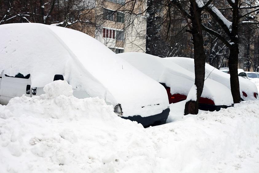 В Крыму из-за снегопада автомобили перебрасывают с «Тавриды» на старую трассу