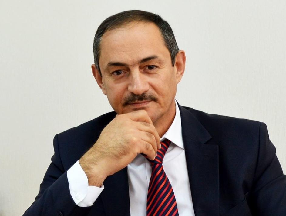 Руководитель госкомнаца Крыма ушел в отставку