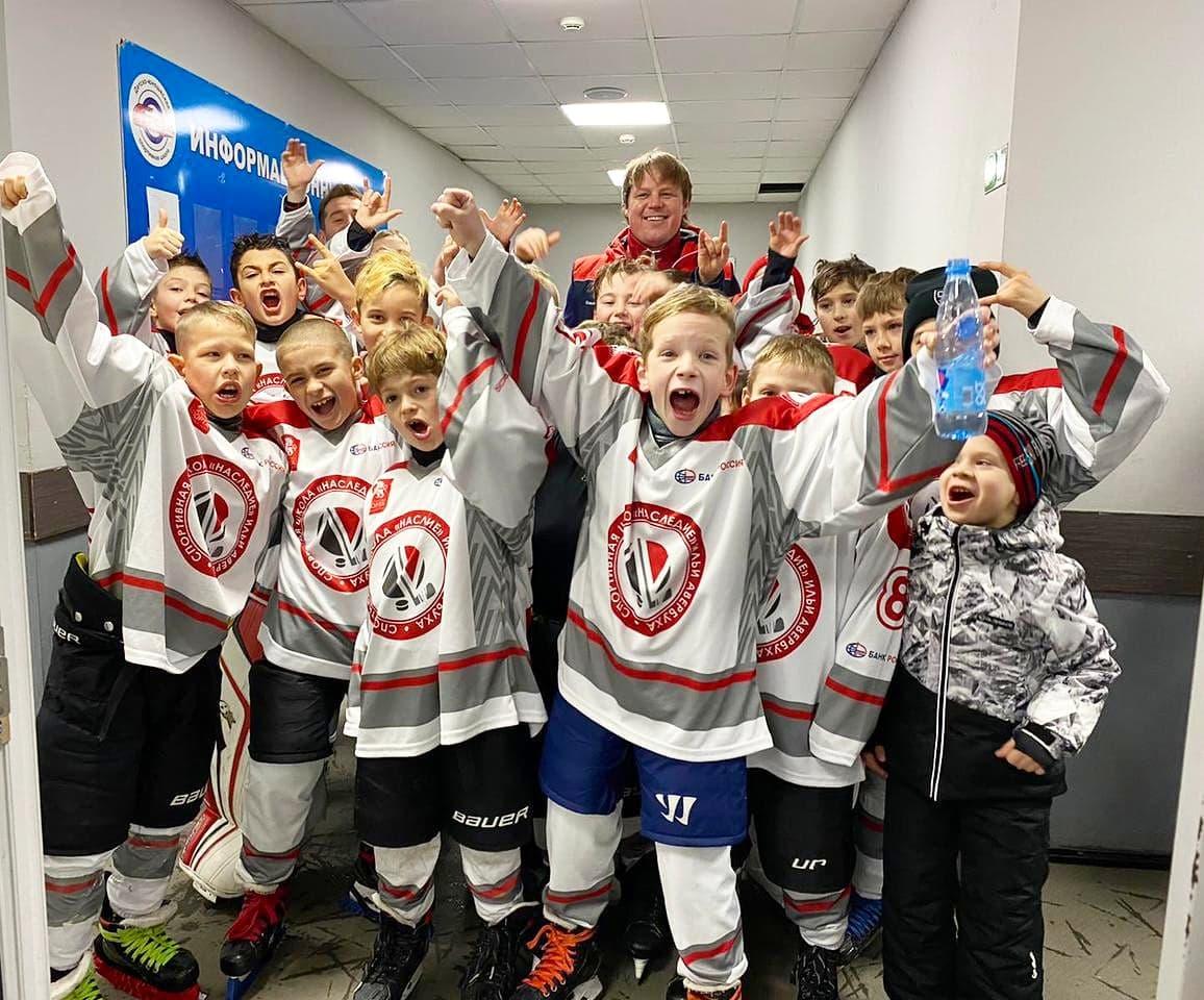 Крымские хоккеисты выиграли турнир в Казани
