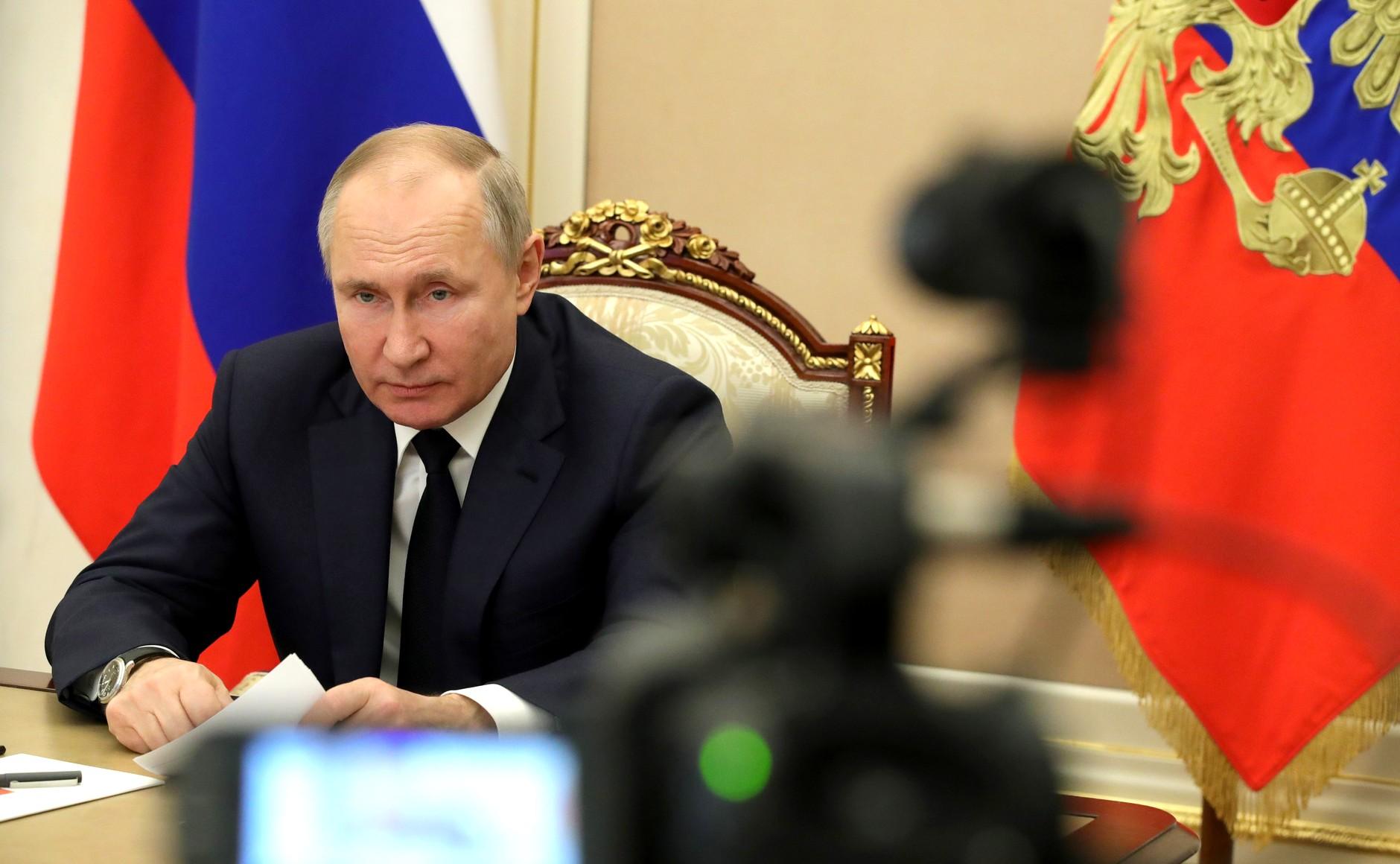 «Гордимся боеспособностью армии»: Путин поздравил россиян с 23 февраля