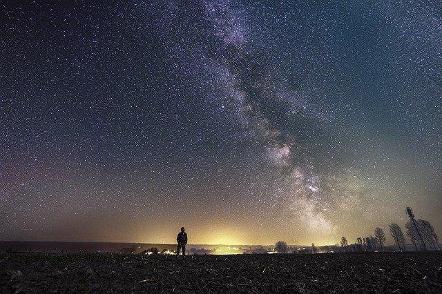 «Время оголенных нервов»: астролог рассказал, как пережить «ретроградный» Меркурий