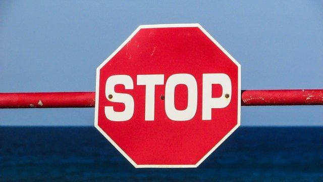 Из-за погоды в Крыму частично ввели режим угрозы ЧС, движение перекрывают