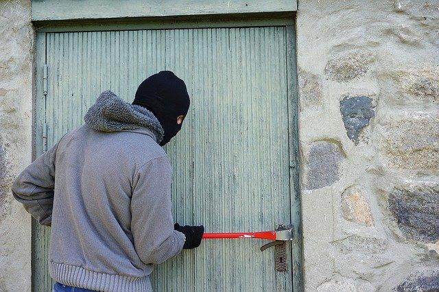 Севастопольский пенсионер пострадал от своего молодого знакомого