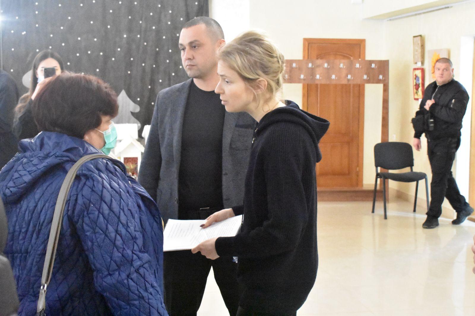 Поклонская на встрече с крымчанами выглядела уставшей и измученной (фото)