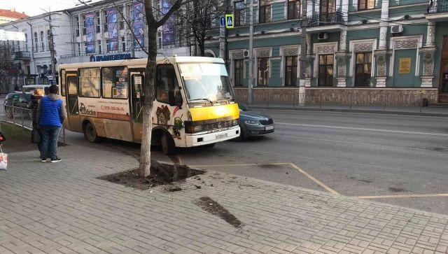 В Симферополе автобус сбил пешехода на остановке