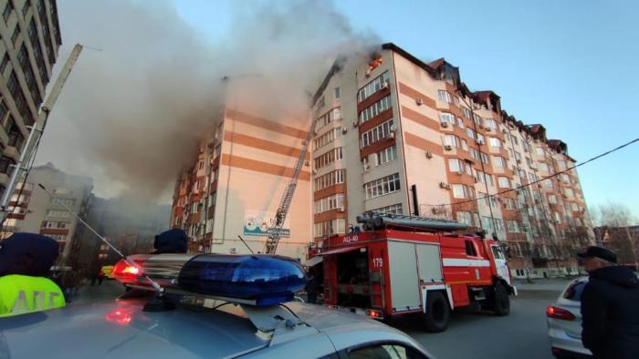 В Анапе бушевал масштабный пожар: сгорели 24 квартиры (видео)