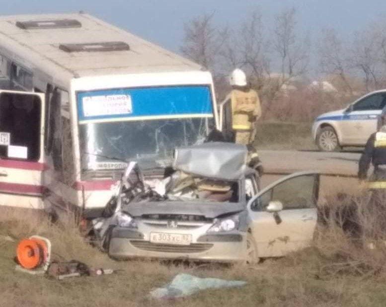 Очевидцы опубликовали видео страшного ДТП с «КамАЗом» и автобусом в Крыму