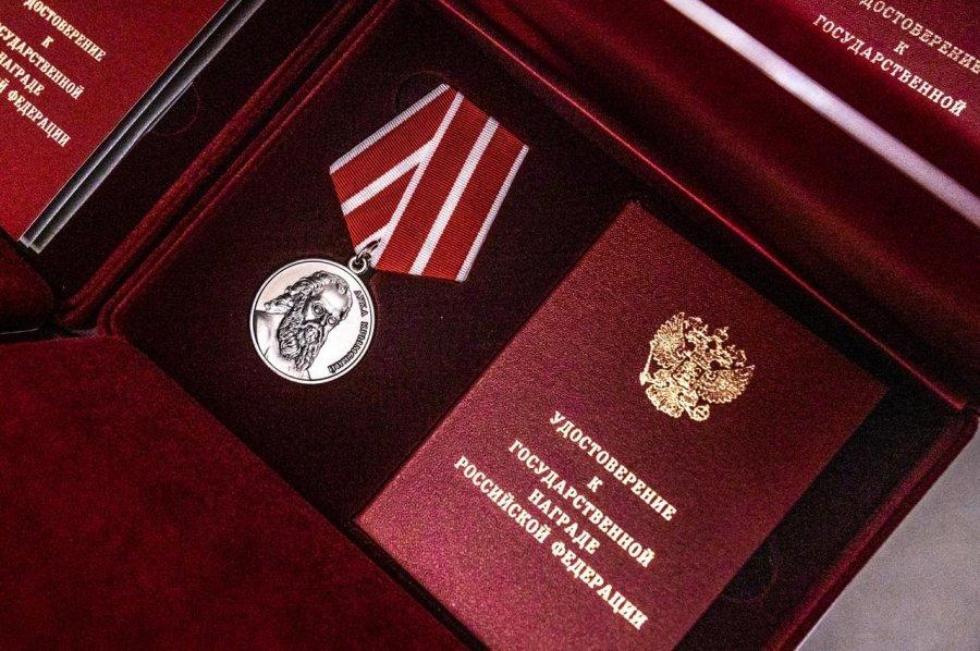 Севастопольских медиков наградили за борьбу с пандемией