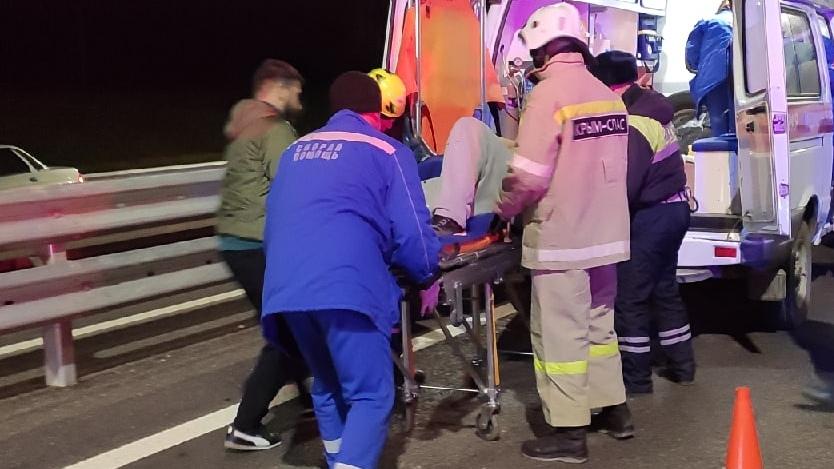 На «Тавриде» после ДТП водителя «Газели» вырезали из авто спасатели (фото)