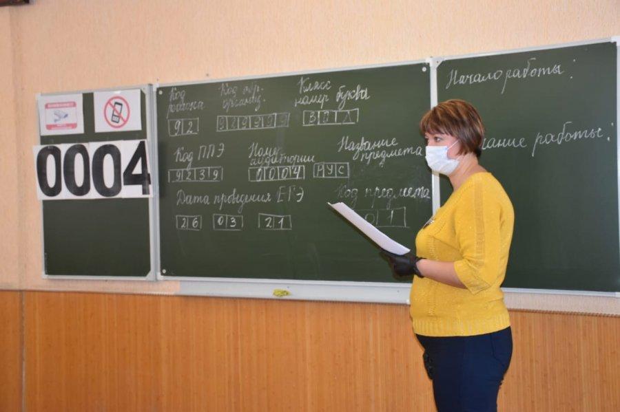 В Севастополе родители школьников сдали ЕГЭ по русскому языку (фото)