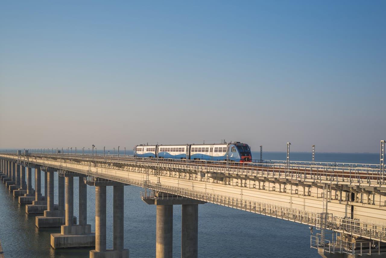 Стало известно, сколько пассажиров перевезли пригородные поезда по Крымскому мосту