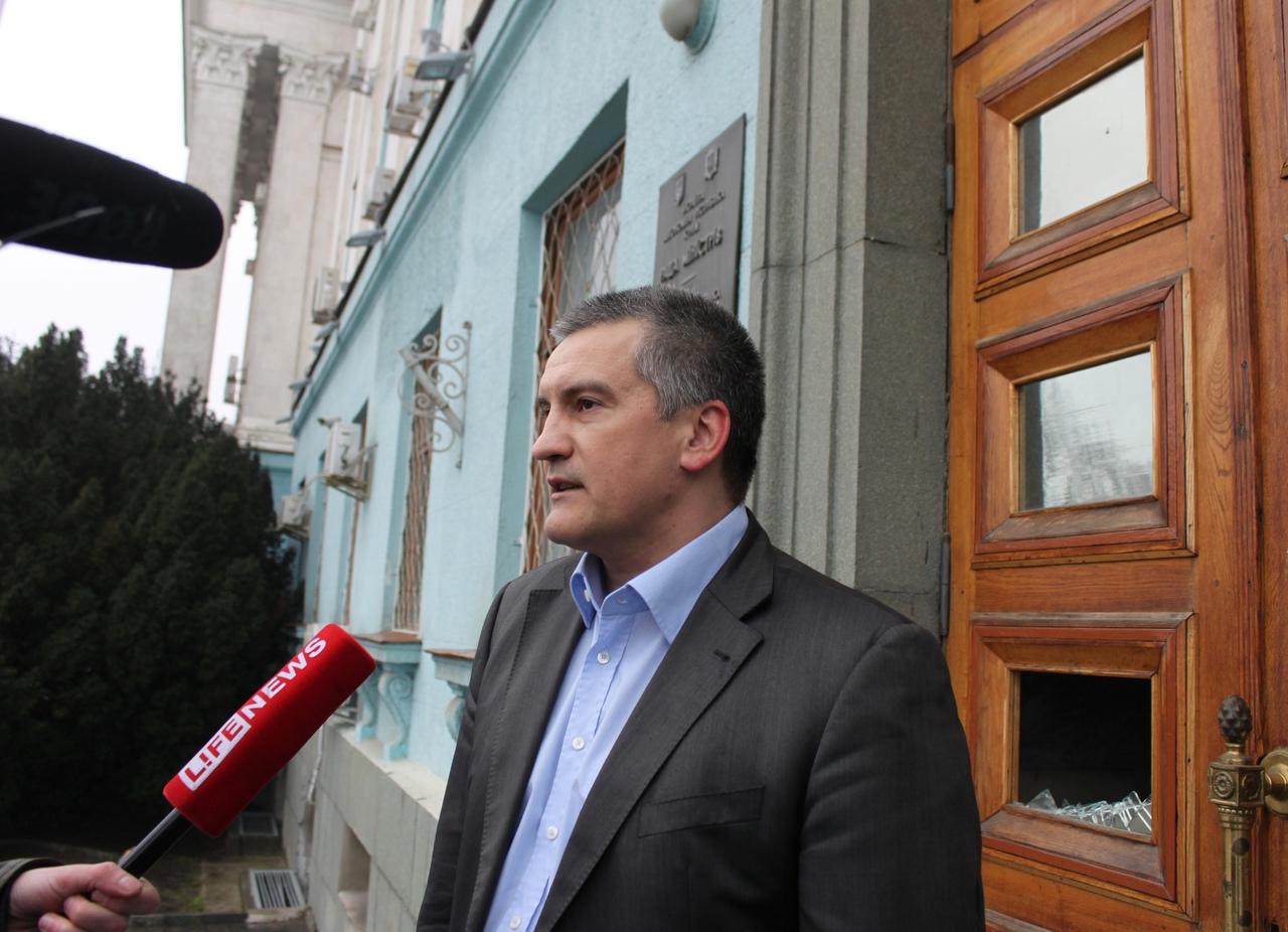 «Вы успеваете сделать тысячу дел!»: Аксенов поздравил крымчанок с 8 Марта