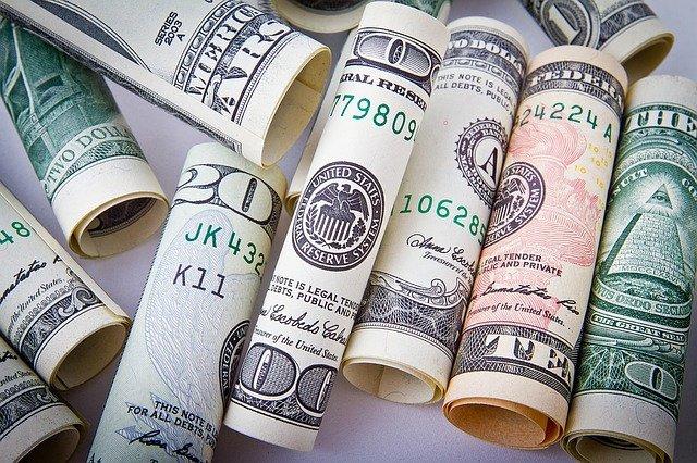 Россиянин пытался выехать из Крыма на Украину с крупной суммой в долларах